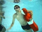 Người giả cứu hộ bể bơi